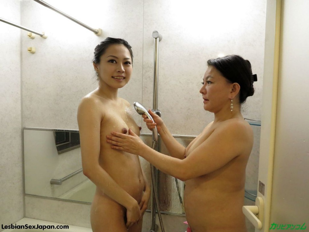Nude mom daughter